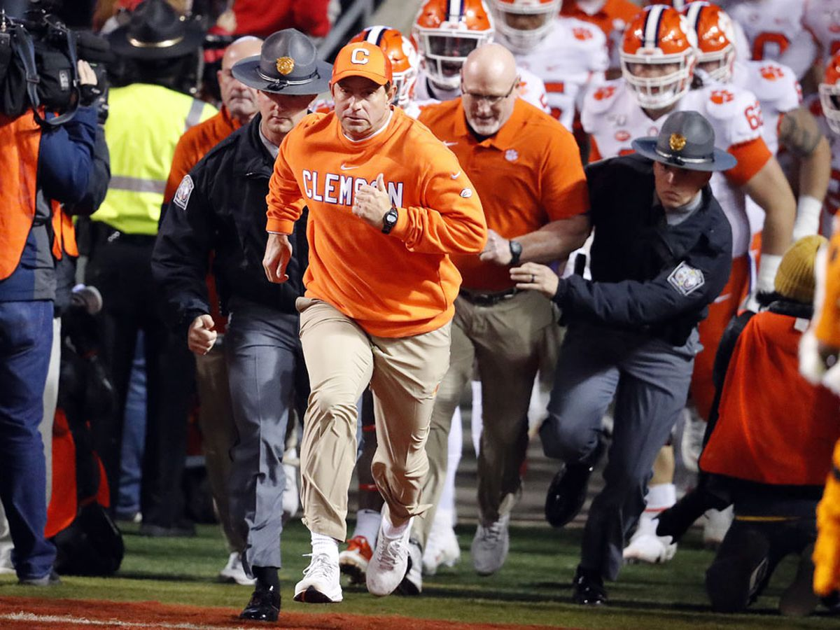 Clemson moves into the top 4 in latest CFP rankings