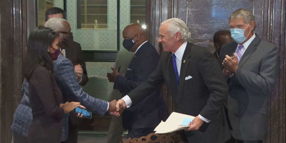 SC governor signs bill to expand absentee voting due to COVID-19