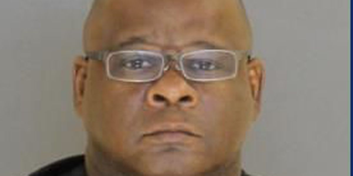 Warrant: Corrections officer attempted to sell earphones, watches to inmates
