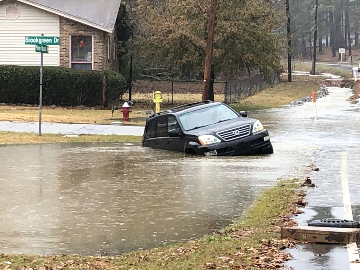 Heavy rain causes flooding issues, closes roads in Richland, Lexington counties