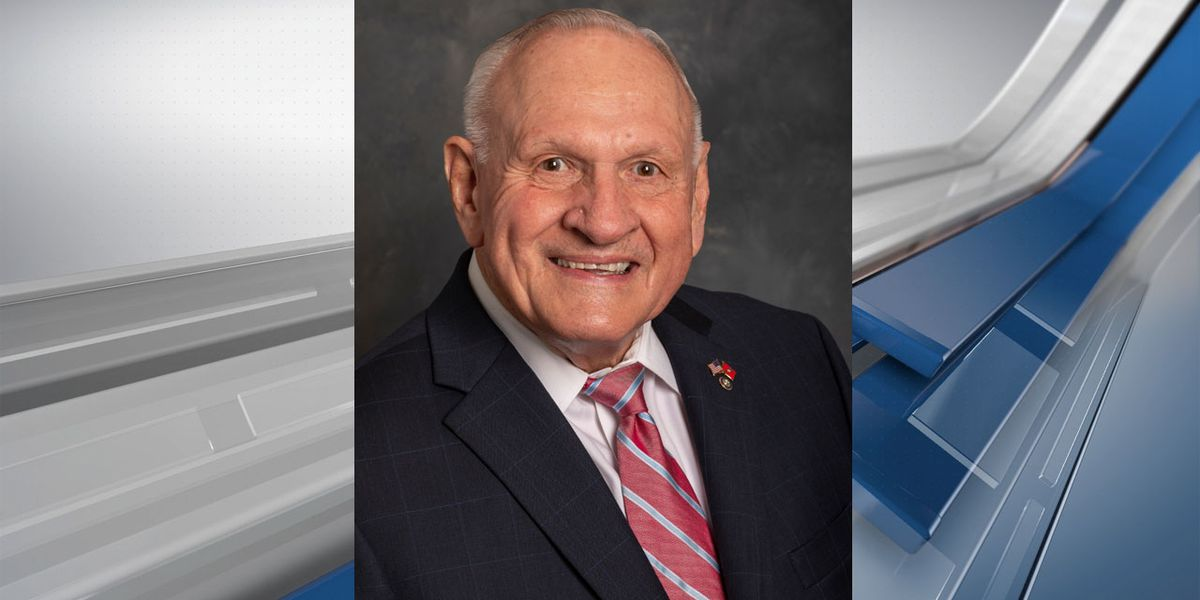 Former UofSC athletics director Dixon passes away at 83