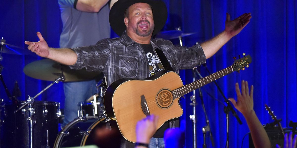 Country singer Garth Brooks returns to the Carolinas, bringing tour to Bank of America Stadium