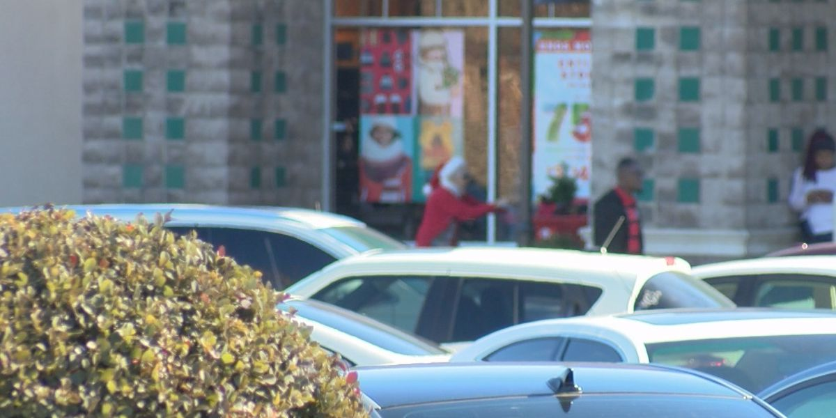 Last minute shoppers flock to Midlands stores on Christmas Eve