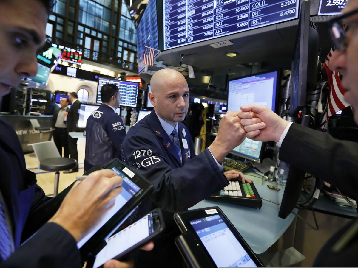 Tech companies, banks pull US stocks lower; Oil up