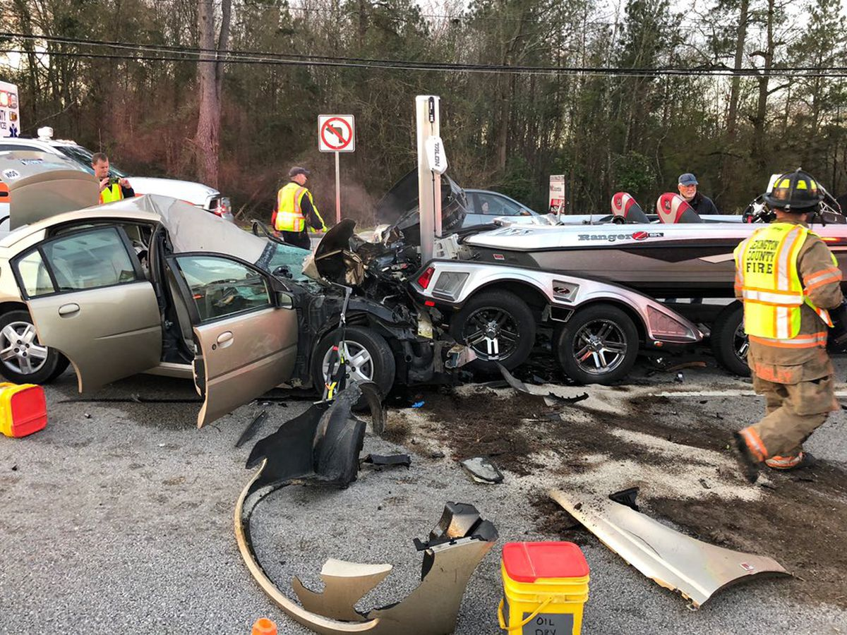 All lanes reopened following multi-vehicle collision on major road in Lexington