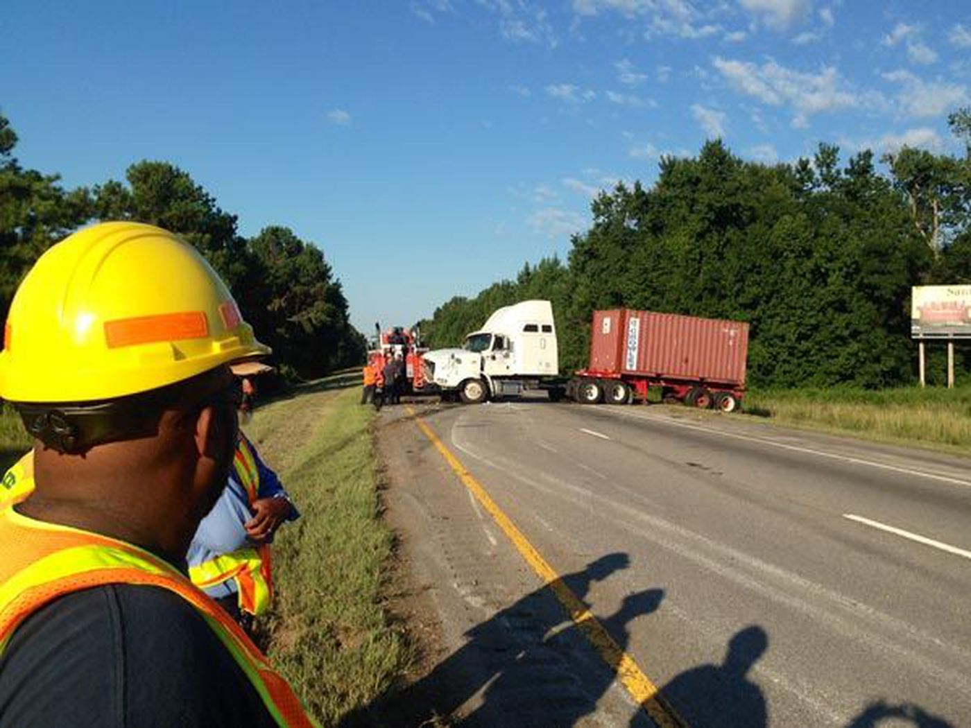 Part of I-95 shut down after early morning crash