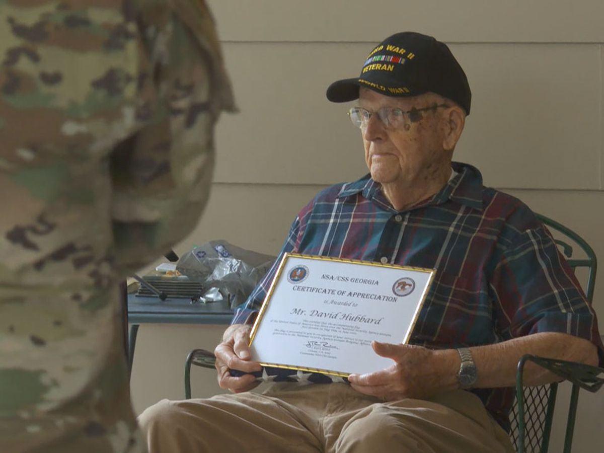 Servicemembers honor World War II veteran during ceremony for inspiring troops during pandemic