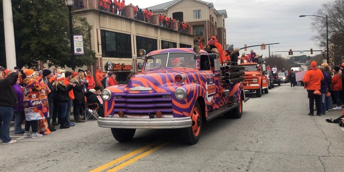 Clemson fans celebrate win at national championship parade