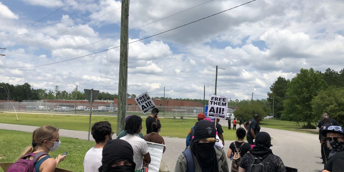 South Carolinians holding demonstration outside of Alvin S. Glenn for arrested protesters