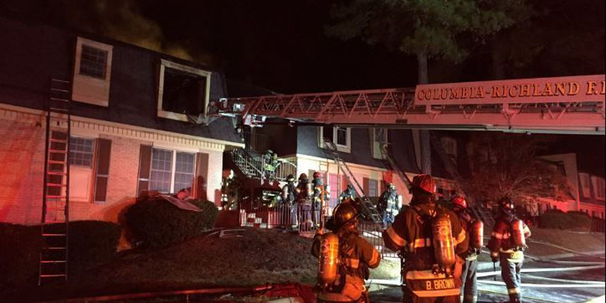 4 displaced after early morning apartment fire