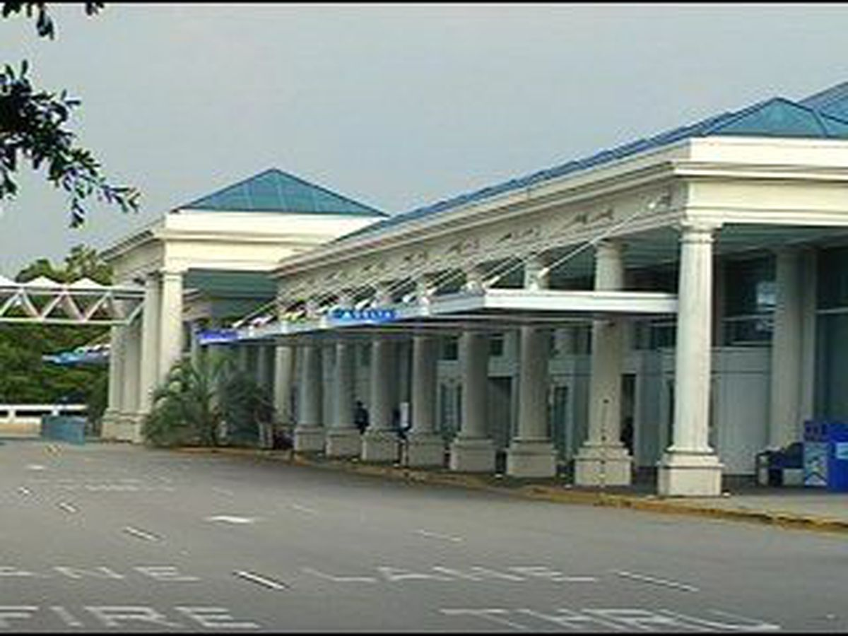 TSA demonstrates proper way to carry firearms when flying